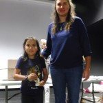 Célia félicite Clara, premier prix féminin.